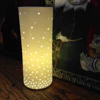 Lampe cylindrique ajourée porcelaine