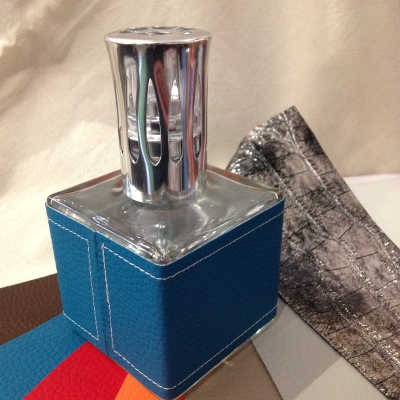 Lampe à Catalyse cube simili cuir «Le Bel Aujourd'hui»